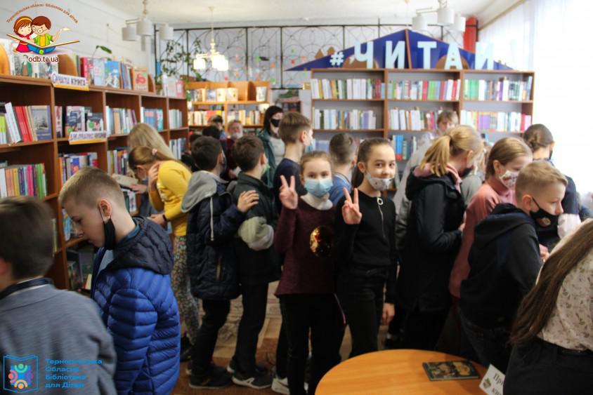 Екскурсія бібліотекою